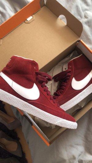 Nike Schuhe rot
