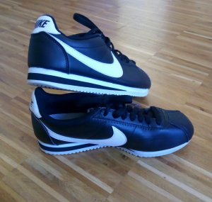 Nike Schuhe schwarz weiß