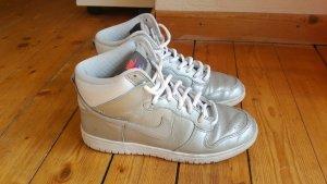 Nike Schuhe silber reflektierend
