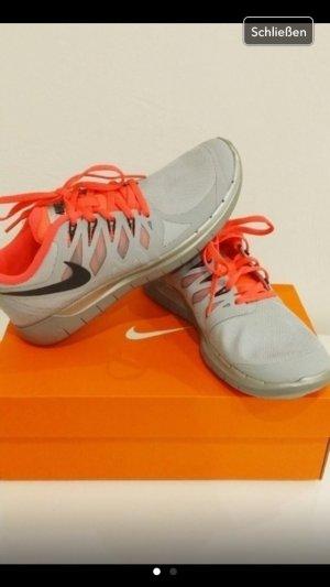 Nike Schuhe sneaker grau orange 38 38,5 free 5.0 Turnschuhe gym Sport