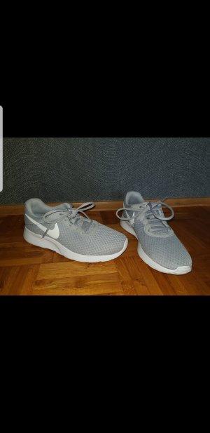 Nike Schuhe Tanjun