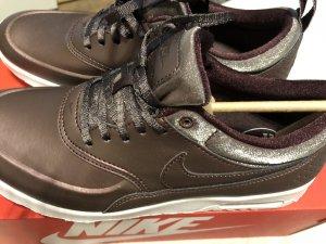 Nike Sneaker stringata viola-argento