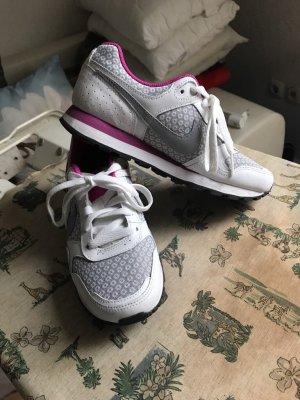 Nike Schuhen neu