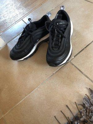 Nike Schule