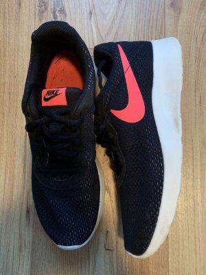 Nike Schwarz-Pink Mesh Gr.41