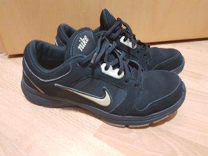 Nike schwarze Sneaker Turnschuhe Halbschuhe Gr. 39