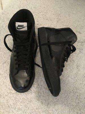 Nike Schwarze Sneakers