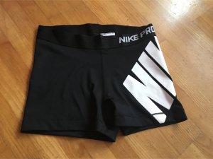 Nike Shorts mit Logo