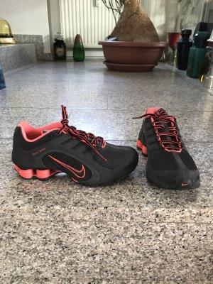 Nike Sneaker stringata nero-rosso Sintetico