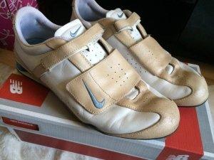 Nike Shox Rival V Leather größe 39 hell beige blau gebraucht