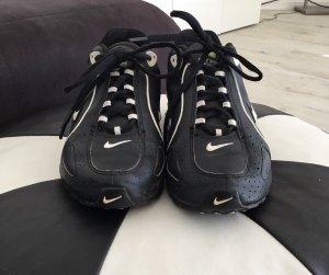 Nike Shox Sneaker