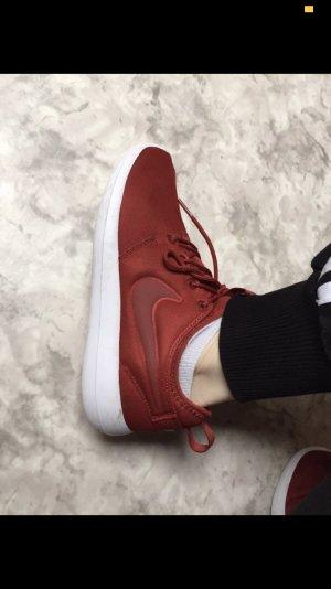 Nike Basket à lacet rouge-rouge foncé