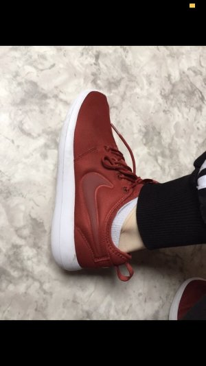 Nike Lace-Up Sneaker red-dark red