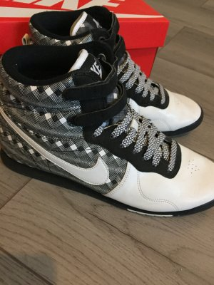 Nike Sneaker Basketball Style