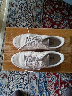 Nike sneaker beige Gr. 41 so gut wie neu