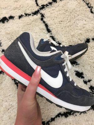 Nike Sneaker blau pink Sportlicherlook