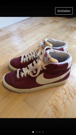 Nike High Top Sneaker carmine
