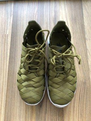 Nike Basket à lacet vert olive-blanc fibre textile