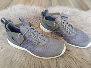 Nike Sneaker Gr.38,5 Training Running Laufschuhe Fitness