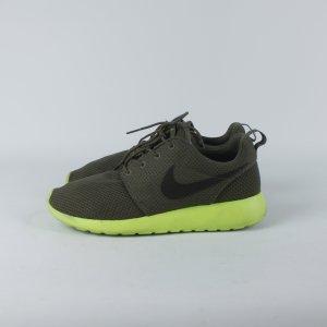 Nike Sneaker Gr. 40 Mod. Roshe run (19/05/348)