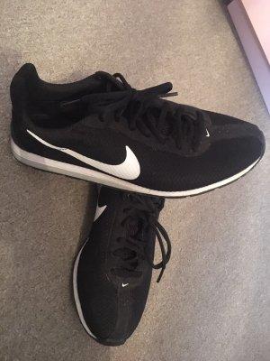 Nike SNEAKER Gr.40 schwarz