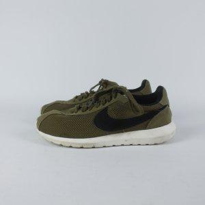 Nike Sneaker Gr. 41 grün (19/05/346)