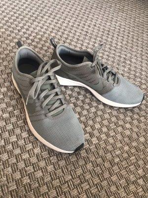 Nike Sneaker grau grün weiß 42 mica green clay Laufschuhe Turnschuhe