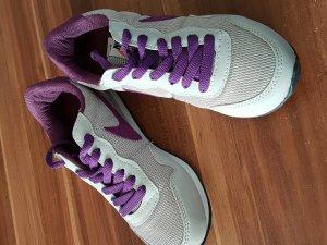 Nike Sneaker grau/lila. Neu