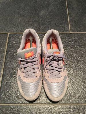 Nike Sneaker grau orange