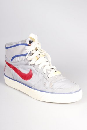 Nike Sneaker grau rot