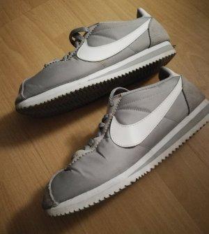 Nike Sneaker grau weißes Label Gr. 39