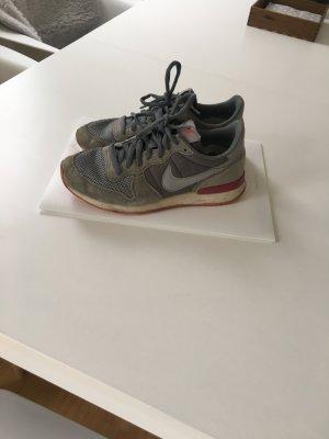 Nike Sneaker Größe 38 grau