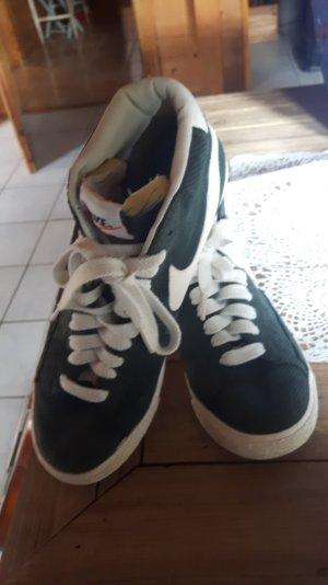 Nike Sneaker grün Gr. 39