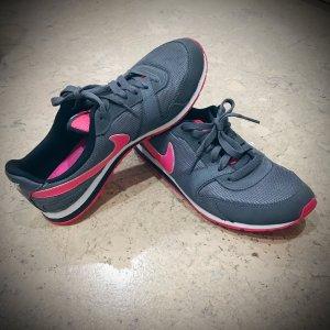 Nike Sneaker in grau mit pink
