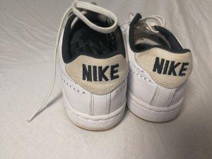 Nike Sneaker in Grösse 36 bis 37
