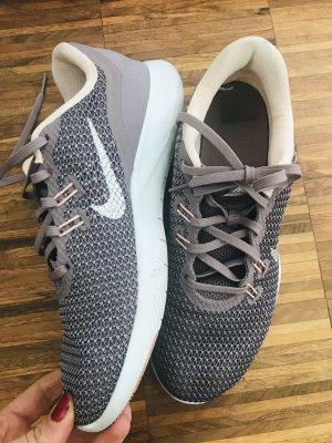 Nike Sneaker in lila