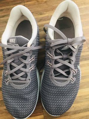 Nike Sneaker in lila - NEU
