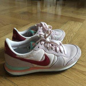 Nike sneaker in rosa in 39