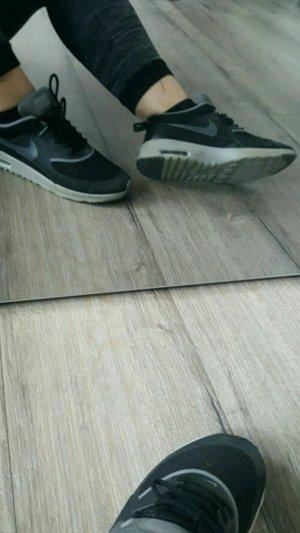 Nike Sneaker in Schwarz\grau