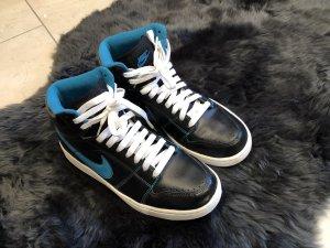 Nike Sneaker in Schwarz mit Türkis