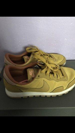 Nike Sneaker in Senfgelb