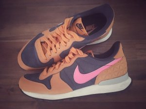 Nike Sneaker Internationalist dunkelblau orange pink 38,5 7,5
