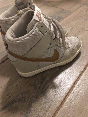 Nike Sneaker Keilabsatz Gr. 38 Stiefelette