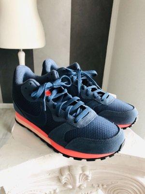 Nike Sneaker MD Runner 2 Mid Gr. 38,5