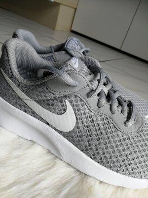 Nike Sneaker ~neu~ grau/weiß Gr. 40