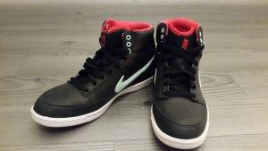 Nike Sneaker NEU mit Karton