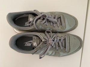 Nike Sneaker oliv Casual-Look