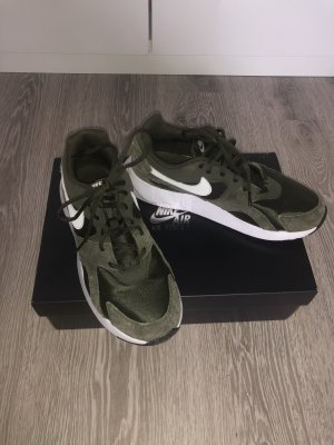 Nike Sneaker Olive