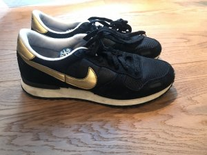 Nike Sneaker retro schwarz gold