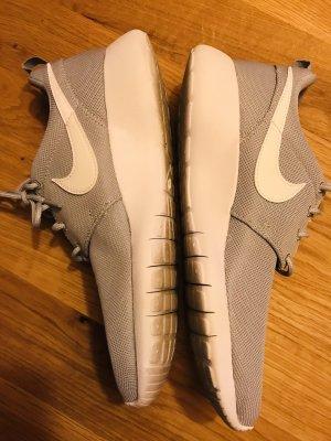 Nike Sneaker Roshe Run 38,5 - NEU!